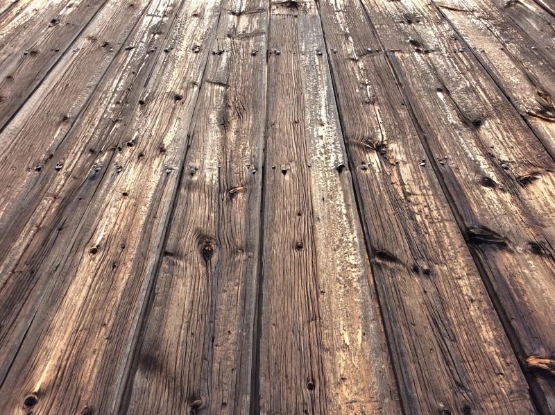 Plankeborde fremstillet i genbrugstræ fra Thors Design