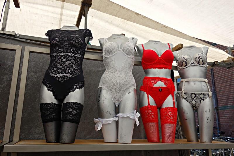 Hofteholder og stockings er på vej tilbage til kvindernes garderobe
